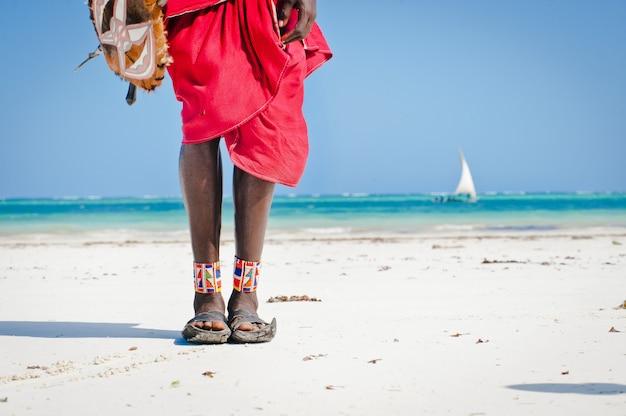 足の男性、マサイ族