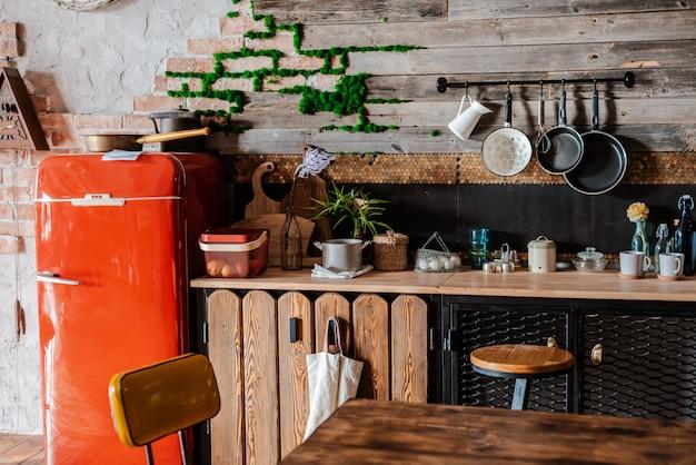 素朴なスタイルのモダンな家庭用キッチンのインテリアとデザイン。