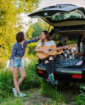残りの時間を楽しんで、親友とピクニック旅行に出かけましょう。