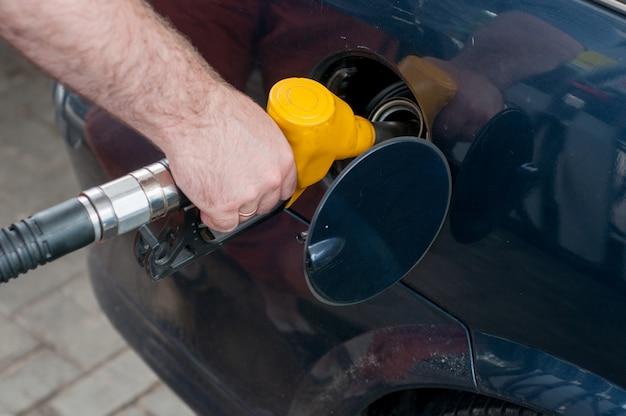 赤緑黄色オレンジ色の燃料ガソリンディスペンサーの背景