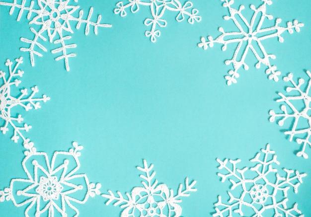 漂白デニムジーンズファッション。デニムの背景に白のニットパターン。青いデニムジーンズキャンバスに白の模様。
