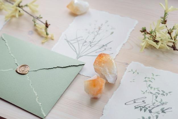青白の結婚式の宴会テーブルに役立った。