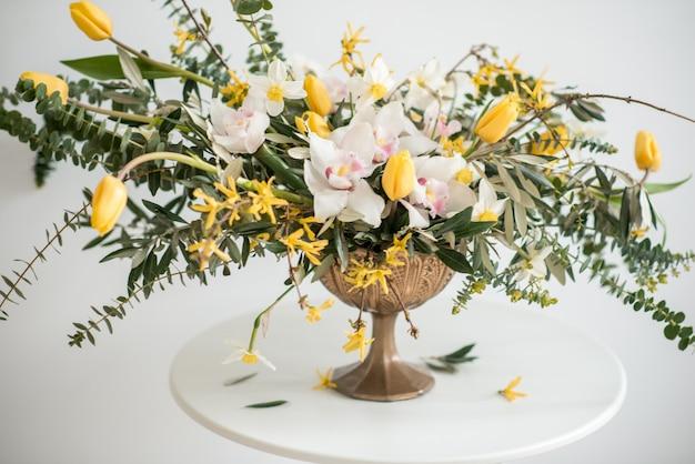 花のウェディングブーケ