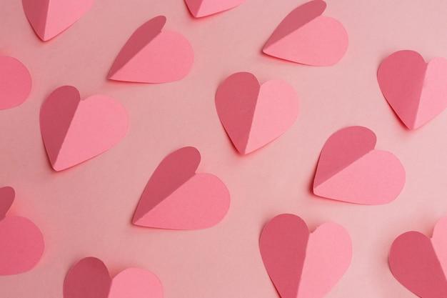 紙のハートのバレンタインデーの背景