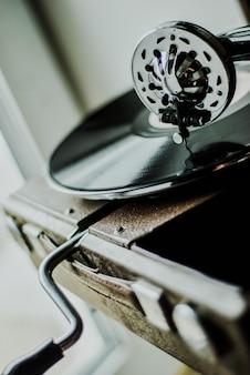 蓄音機プレーヤーをクローズアップ