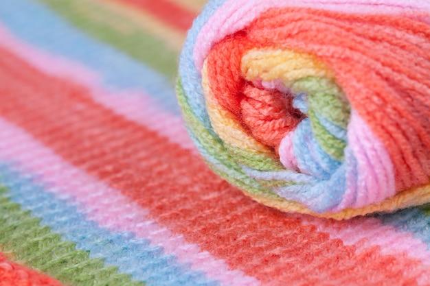 色とりどりの太い糸。繊維工場、インテリア用品。
