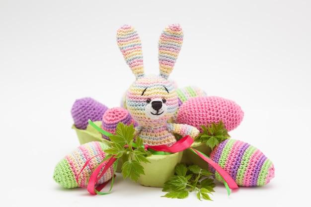 イースター装飾卵、花、バニーニット。手作り、あみぐるみ