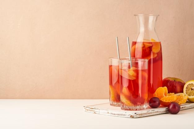ガラス管の果物の煮込み