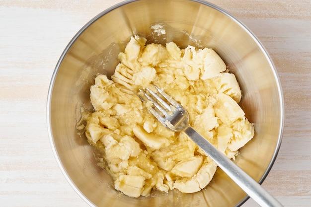 マッシュバナナ。ステップバイステップレシピ。自家製バナナのパン。