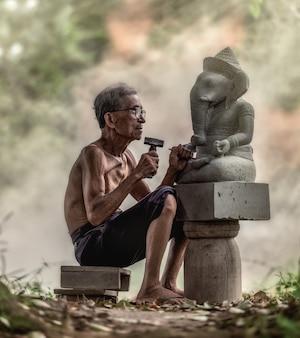 石の彫刻家、タイ