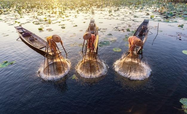 Инта рыбаки работают по утрам.