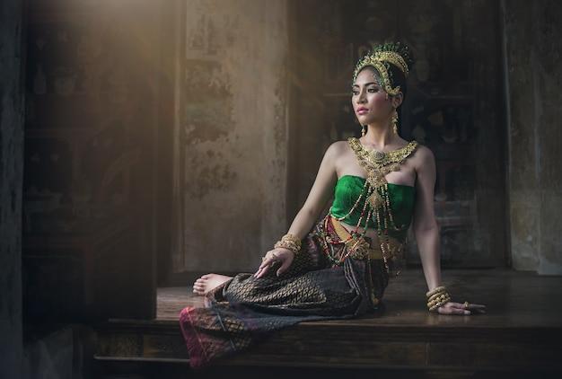 Азиатская женщина в типичном тайском платье, винтажная оригинальная таиландская одежда
