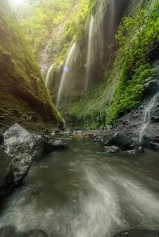 マダカリプラの滝、旅行インドネシアアジア