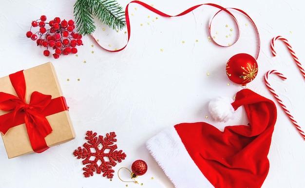 美しい装飾が施されたクリスマスの背景。セレクティブフォーカス。