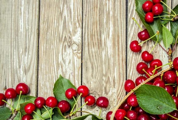 赤いサクランボ。セレクティブフォーカス食品自然フルーツ。
