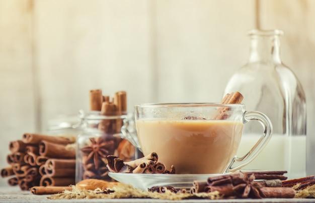 マサラ茶セレクティブフォーカス飲食。