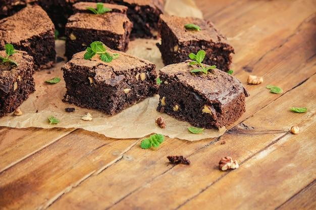 チョコレートブラウニー、セレクティブフォーカス。飲食。