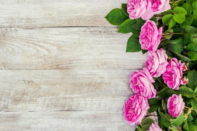 ピンクのバラと美しい背景。セレクティブフォーカス