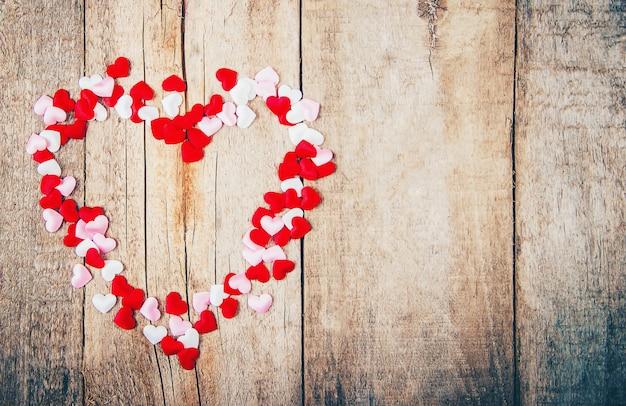 Красивый фон на тему любви к празднику и приятного настроения. выборочный фокус.