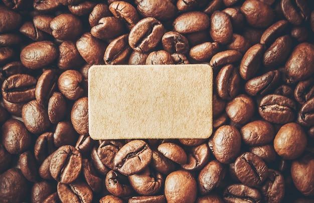 コーヒー豆。一杯のコーヒー。セレクティブフォーカス
