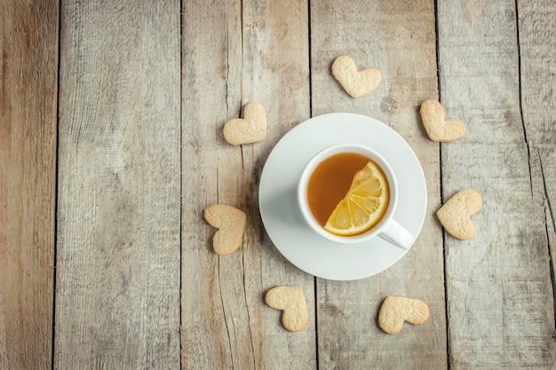お茶を飲むのが大好きです。セレクティブフォーカス熱い飲み物