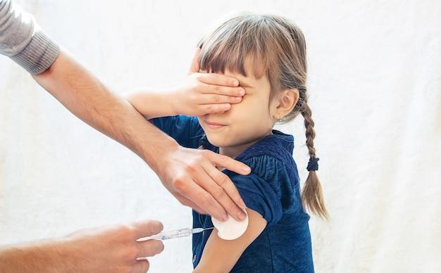 子供の予防接種。注射。選択フォーカス。