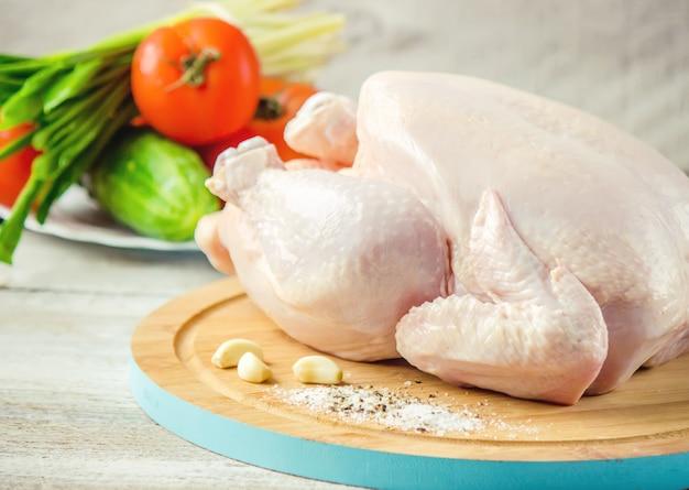 生の鶏肉。料理の食材。セレクティブフォーカス