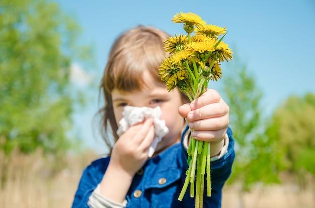 子供の季節性アレルギーコリザ。セレクティブフォーカス