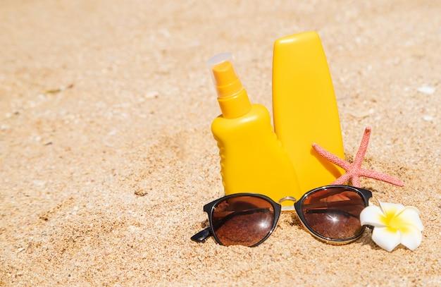 Солнцезащитный крем на пляже