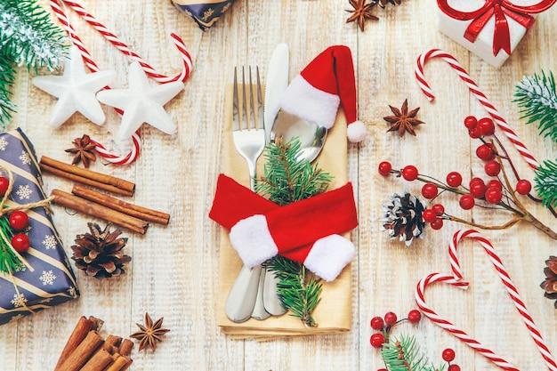 テーブルの設定でクリスマス組成