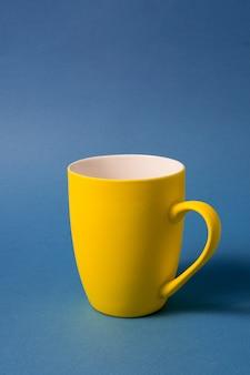 黄色の大きなマグカップ