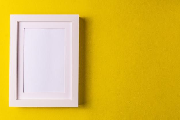 抽象的なミニマリズムカラフルな紙の背景、空の図枠