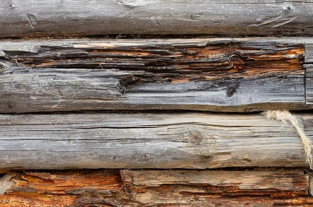 Старая бревенчатая стена. текстура деревянной стены старого дома.