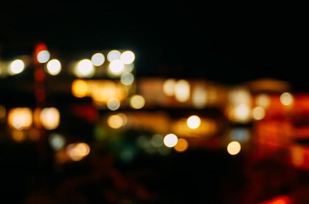デフォーカスの夜の街の明かり。抽象的な背景