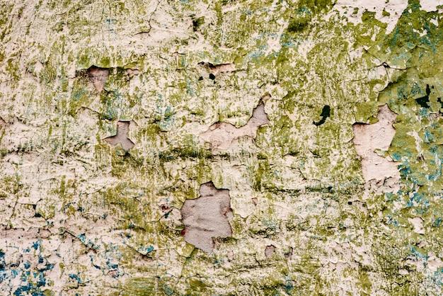 Текстура кирпичной стены с трещинами и царапинами, которые можно использовать в качестве фона