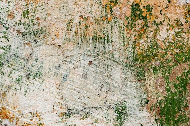傷や亀裂のある壁の破片