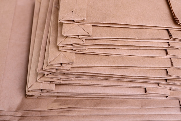 ギフトクラフトパッケージの梱包の山
