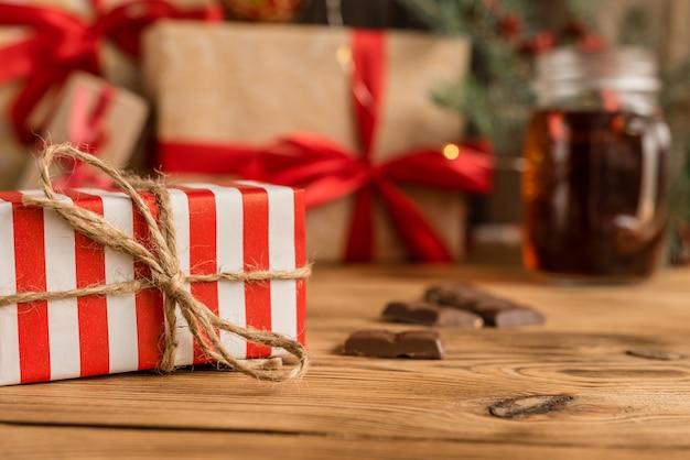 Рождественский праздник стол и подарки