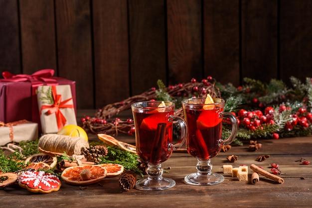 Рождественский горячий глинтвейн с корицей