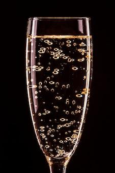 Бокал для шампанского с пузырьками с отражением