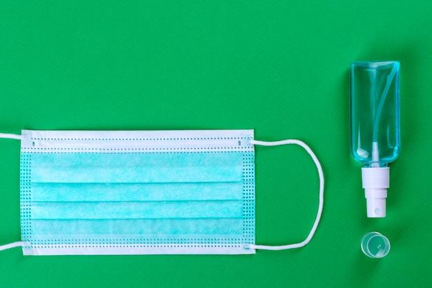 Медикаменты на зеленом фоне как атрибут борьбы с коронавирусом. всемирная пандемия, защита