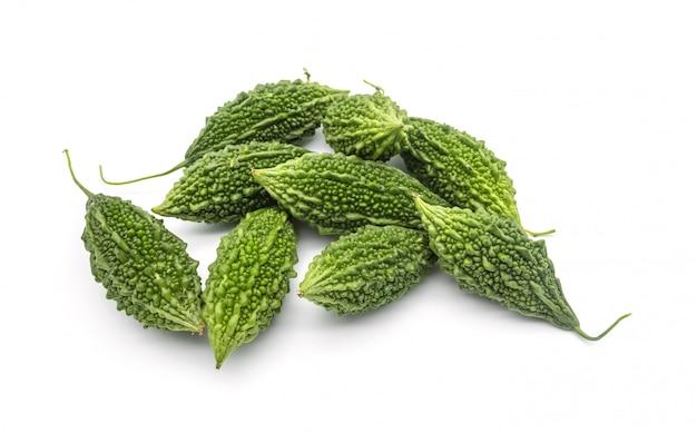 Изолят горькой дыни или тыквы на белой предпосылке, здоровая еда