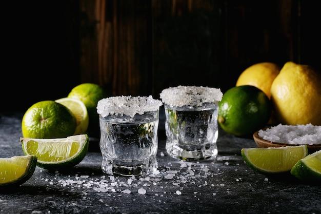 Текила в стакане