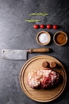 Сырое мясо свинины