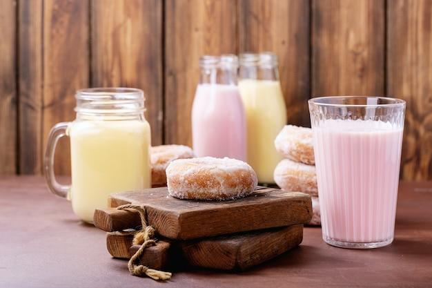 ミルクセーキ添えシュガードーナツ