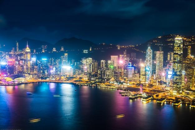 香港の都市のスカイラインの美しい建築の外観の外壁景色