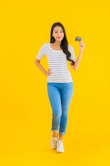 Кредитная карточка выставки женщины портрета красивая молодая азиатская