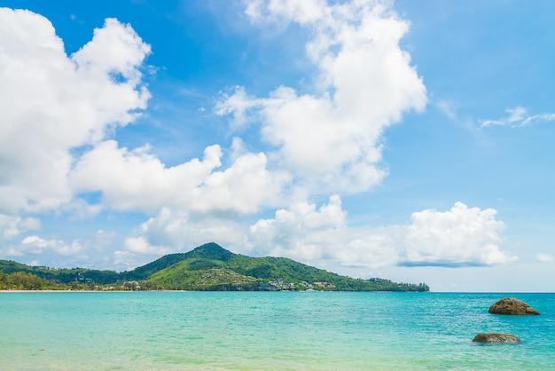 Тропический пляж и море