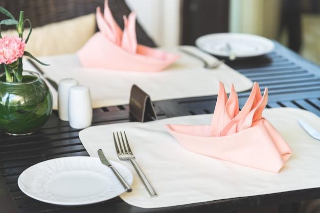夕食のテーブルセット