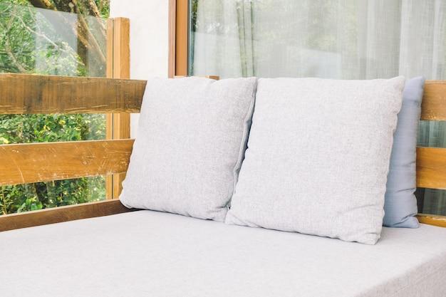 ソファの装飾の枕